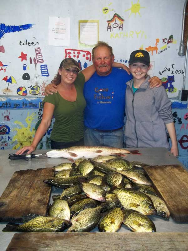 Fishing guide Charlie Worrath with Kim and Amber